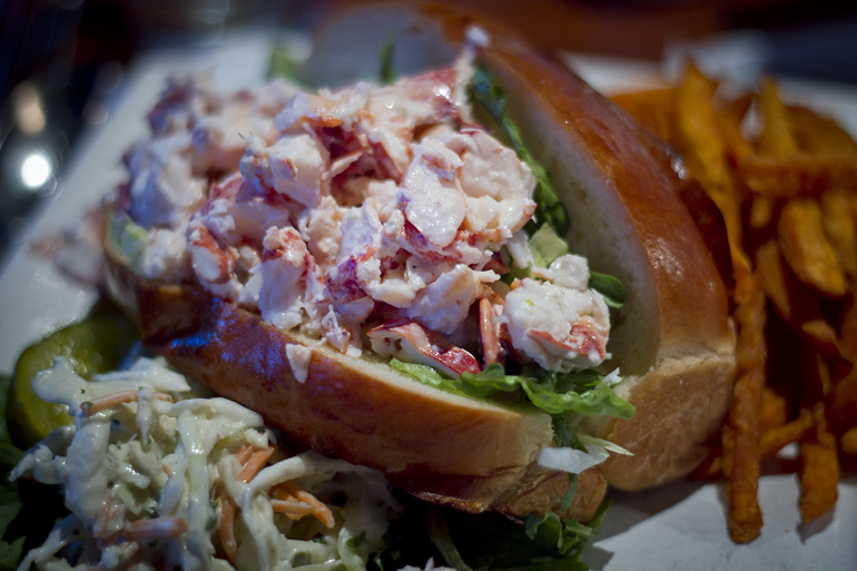 boston lobster roll at joe's