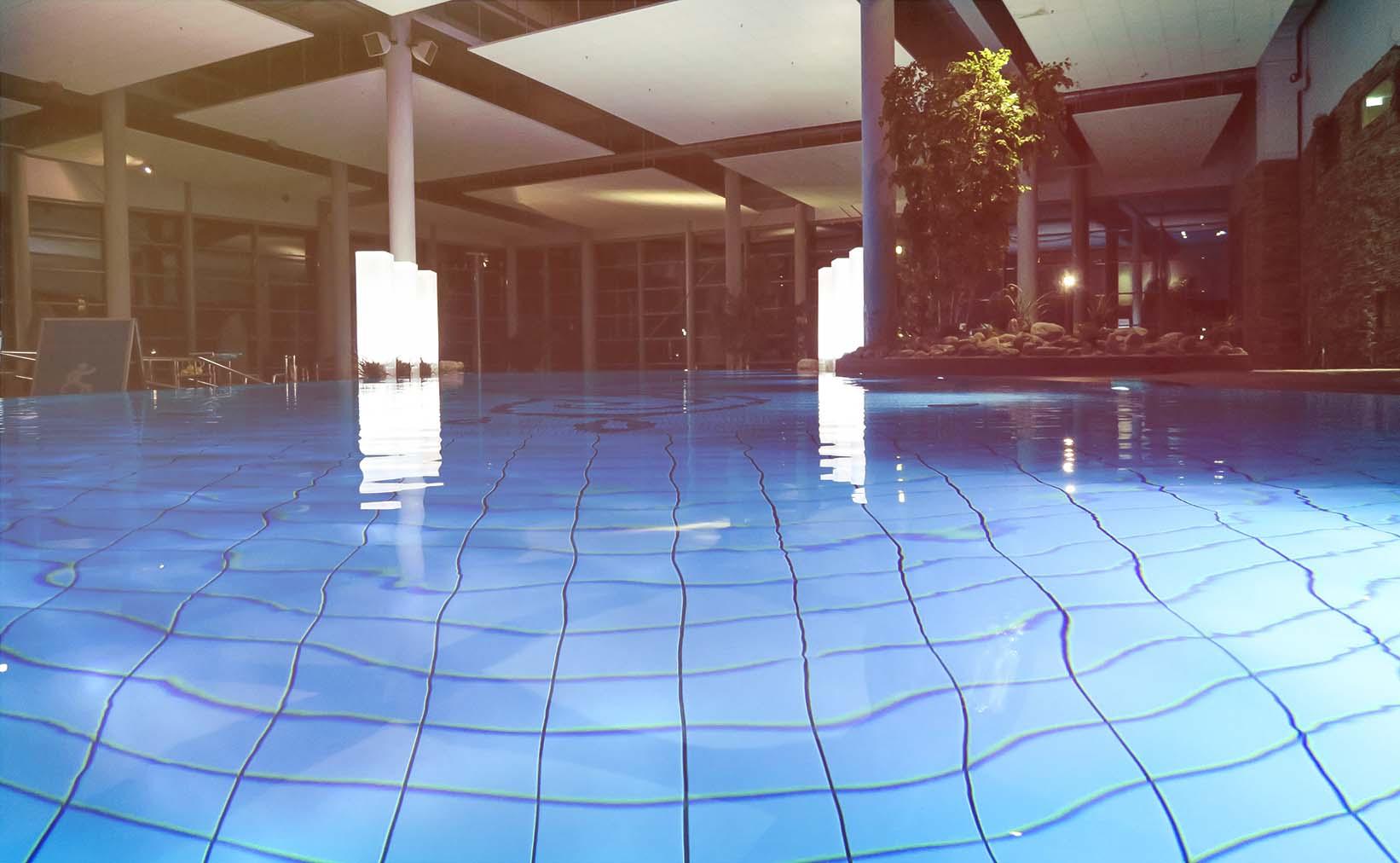 simning holiday club