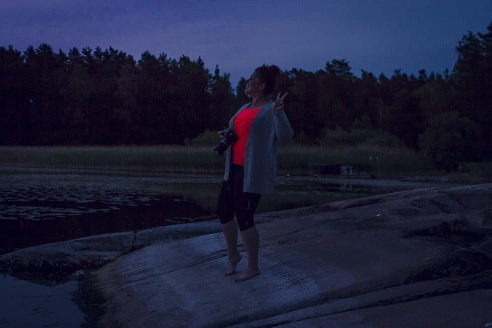 Vi satt på en klippa vid en sjö och blickade ut över det liv som hela tiden pågår medan vi gör annat
