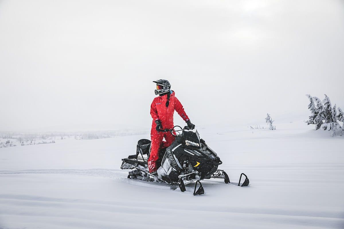 Sara Rönne snöskoter Polaris Pro RMK 800