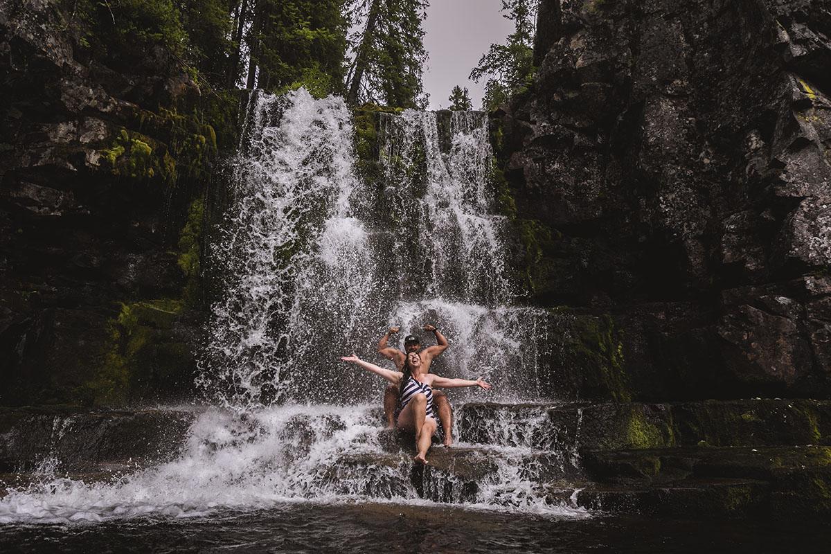 Yxningåfallet bada i vattenfall