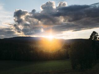 solnedgång vid huset i brattland