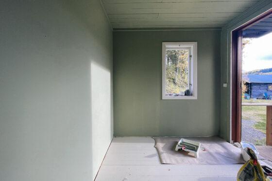 Målar om hall med Beckers färg Grön Vindruva 824