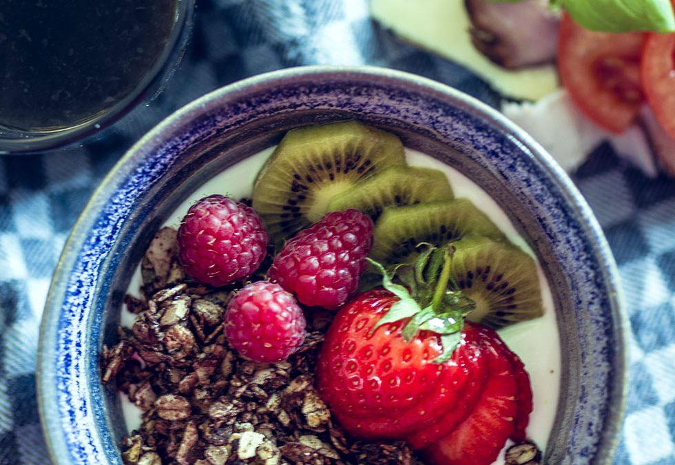 Gör egen granola med smak av choklad, vanilj och kokos