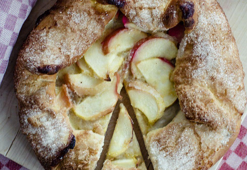 Äppelbullar med mandelmassa och kanel